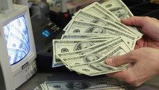 Курс доллара к мировым валютам падает на фоне данных по настроениям потребителей в США