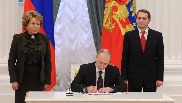 В.Путин подписал Указ об образовании Крымского Федерального округа РФ. Фото с места события