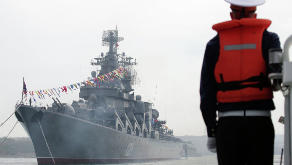 Корабль Черноморского Флота России в Севастополе