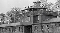 Главный вход на территорию бывшего концлагеря Бухенвальд. Архив