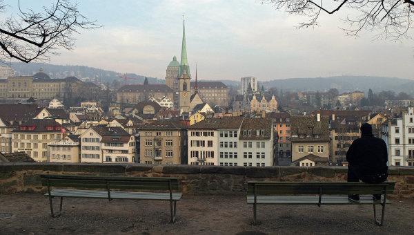 Вид со стороны реки Лиммат на собор Фраумюнстер в Цюрихе. Архивное фото