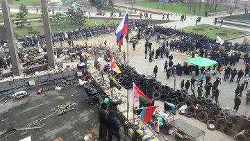 Территория перед зданием областной государственной администрации города Донецка