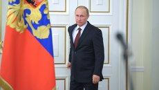Президент России Владимир Путин перед началом встречи в режиме телемоста. Архивное фото