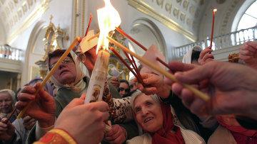 Благодатный огонь доставлен в города России