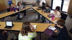 Ученики в классе, Архивное фото