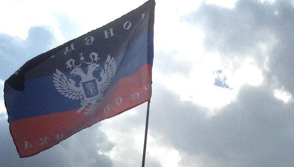 Флаг Донецкой народной республики. Архивное фото