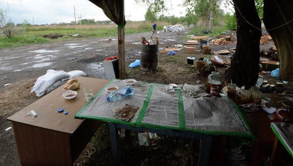 Разрушенный блокпост сил самообороны сторонников федерализации в Славянске. Архивное фото