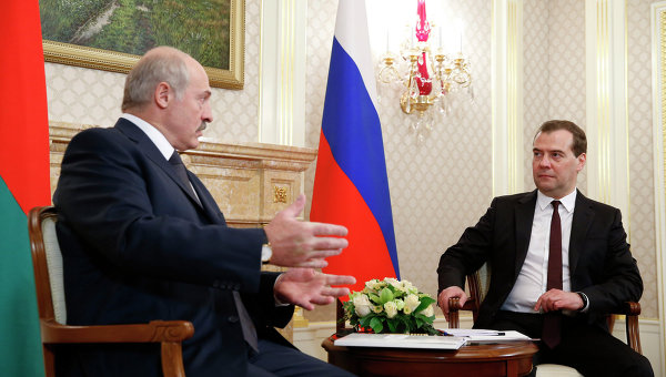 Д.Медведев и  А.Лукашенко. Архивное фото.