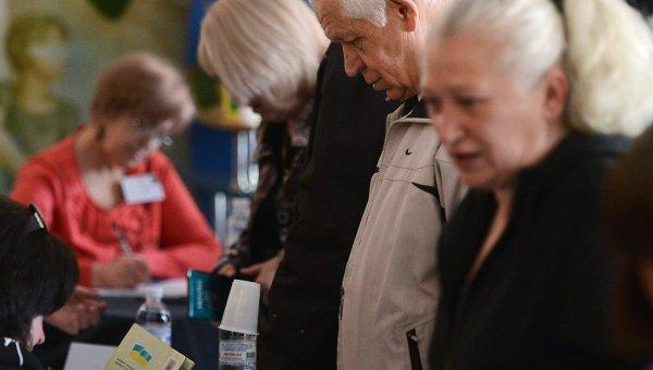 Пенсионеры в Донецке, архивное фото