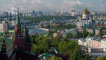 Вид на башни Московского Кремля. Архивное фото