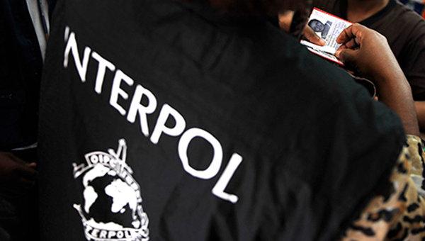 Офицер Интерпола во время работы. Архивное фото