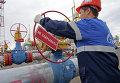 Рабочий на хранилицще газа