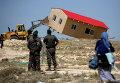Израильские пограничники следят за сносом дома в Маале-Рехавам