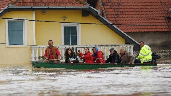 Наводнение в городе Обреновец в Сербии