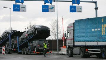 Очереди из грузовиков перед таможней в Польше. Архивное фото
