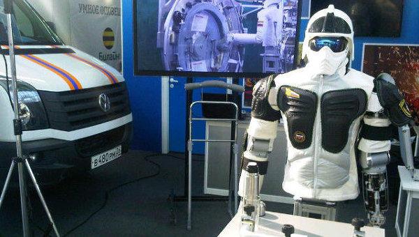Прототип робота-андроида, который может работать в опасной среде. Архивное фото