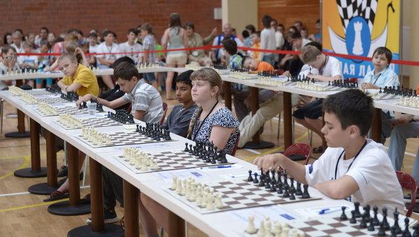 Участники шахматного турнира среди школьников Белая ладья