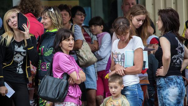 Жители Славянска. Архивное фото