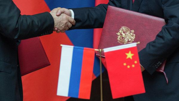 Флаг России и Китая. Архивное фото