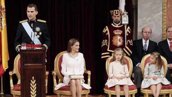 Новый король Испании Фелипе VI, королева Летиция и принцесса Леонор