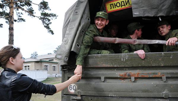 Отправка призывников в армию, архивное фото