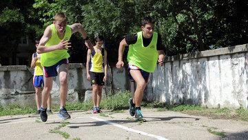 Школьники во время сдачи нормативов ГТО. Архивное фото