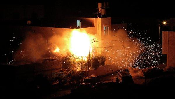Взрывы на верхнем этаже жилого дома предполагаемых похитителей израильских детей на Западном берегу
