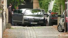 Саркози доставили на допрос в черной машине с затемненными стеклами