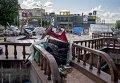 Баррикады и заграждения на улицах в Луганске