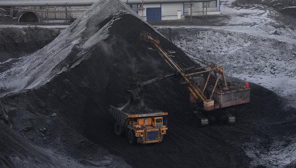 Угольная шахта открытого типа. Архивное фото
