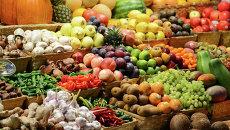 Прилавок с фруктами на рынке. Архивное фото