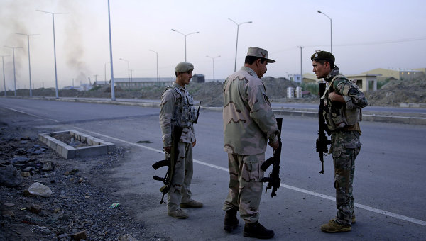 Афганские военные во время столкновений с талибами в Кабуле. Архивное фото