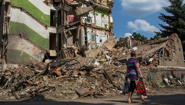 Разрушения в городе Снежное, Украина