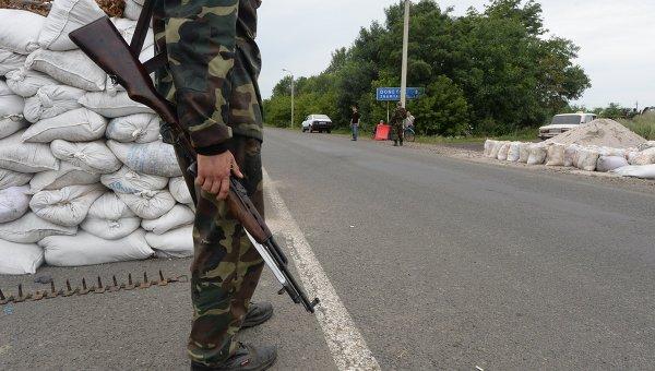 Блок-пост ополченцев в городе Дебальцево Донецкой области. Архивное фото