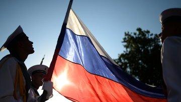 Моряки Черноморского флота с флагом России