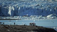 Экспедиция на архипелаг Новая Земля, ледник на  острове Северный. Архивное фото