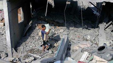 Дом в Рафахе в южной части сектора Газа, разрушенный при обстреле Израилем 2 августа 2014