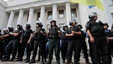 Сотрудники милиции во время митинга у Верховной Рады Украины