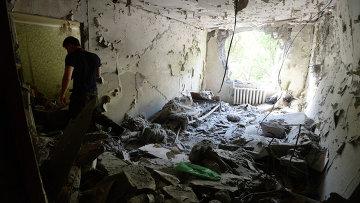Дом в Донецке, разбитый в результате обстрела украинской армией. Архивное фото