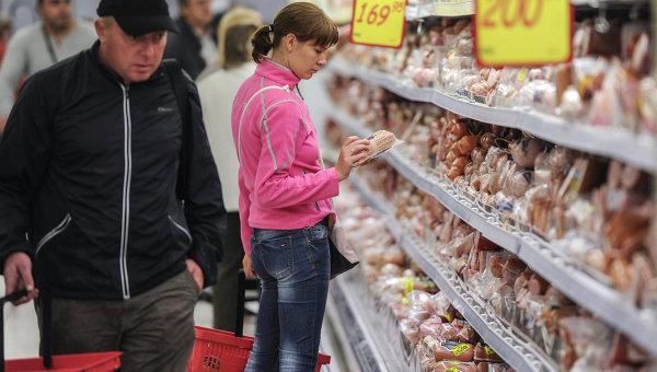 Мясной отдел супермаркета. Архивное фото
