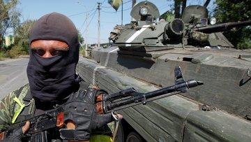 Солдат украинской армии возле Донецка. Архивное фото