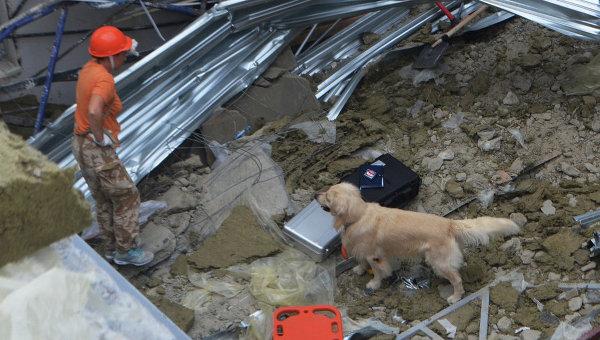 Аварийно-спасательные работы на месте обрушения конструкций строящегося здания в Гагаринском районе г. Севастополя