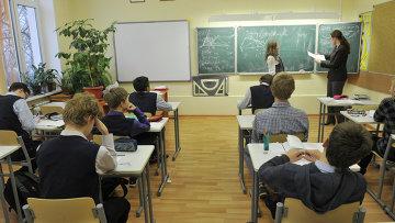 Урок в школе, архивное фото