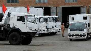 Колонна грузовиков с гуманитарной помощью из РФ. Архивное фото