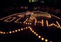 Люди молятся за пассажиров на пропавшего самолета Malaysia Airlines