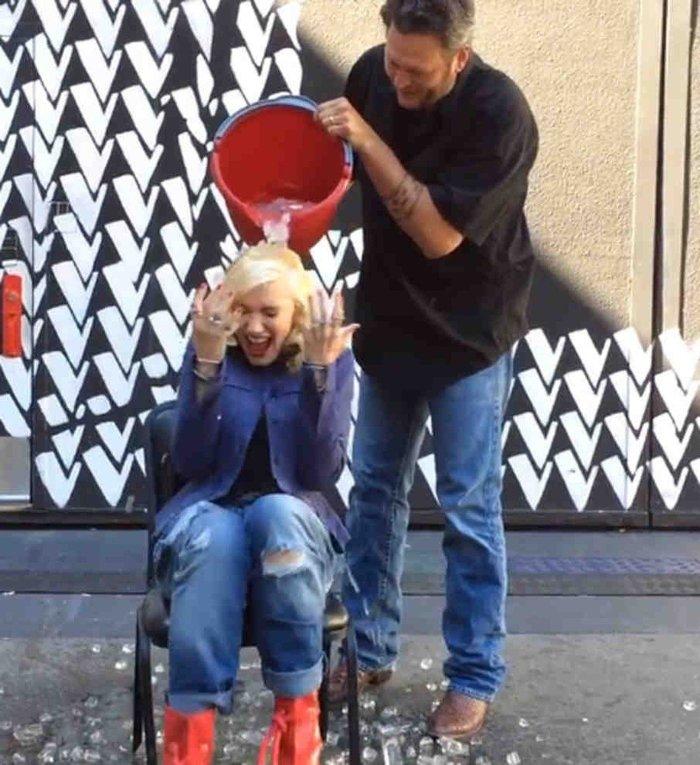Гвен Стафани принимает участие в флешмобе Ice Bucket Challenge