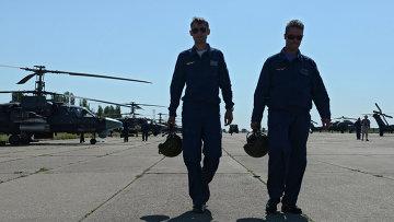 Подготовка вертолетов на полигоне Погоново в Воронеже