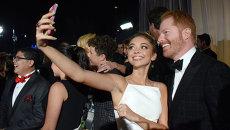 Актеры Сара Хайленд и Джесси Тайлер Фергюсон на церемонии вручения премии Эмми 2014