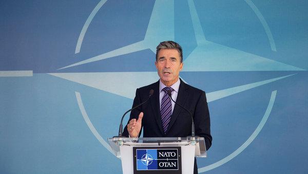 Расмуссен: Если РФ продолжит дестабилизировать Донбасс, тоЗапад предоставит Украине смертельное оружие