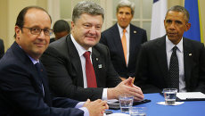 Президент США Барак Обама, президент Украины Петр Порошенко и президент Франции Франсуа Олланд на встрече в рамках саммита НАТО в Уэльсе